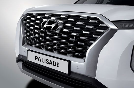 Right side front view of white Palisade