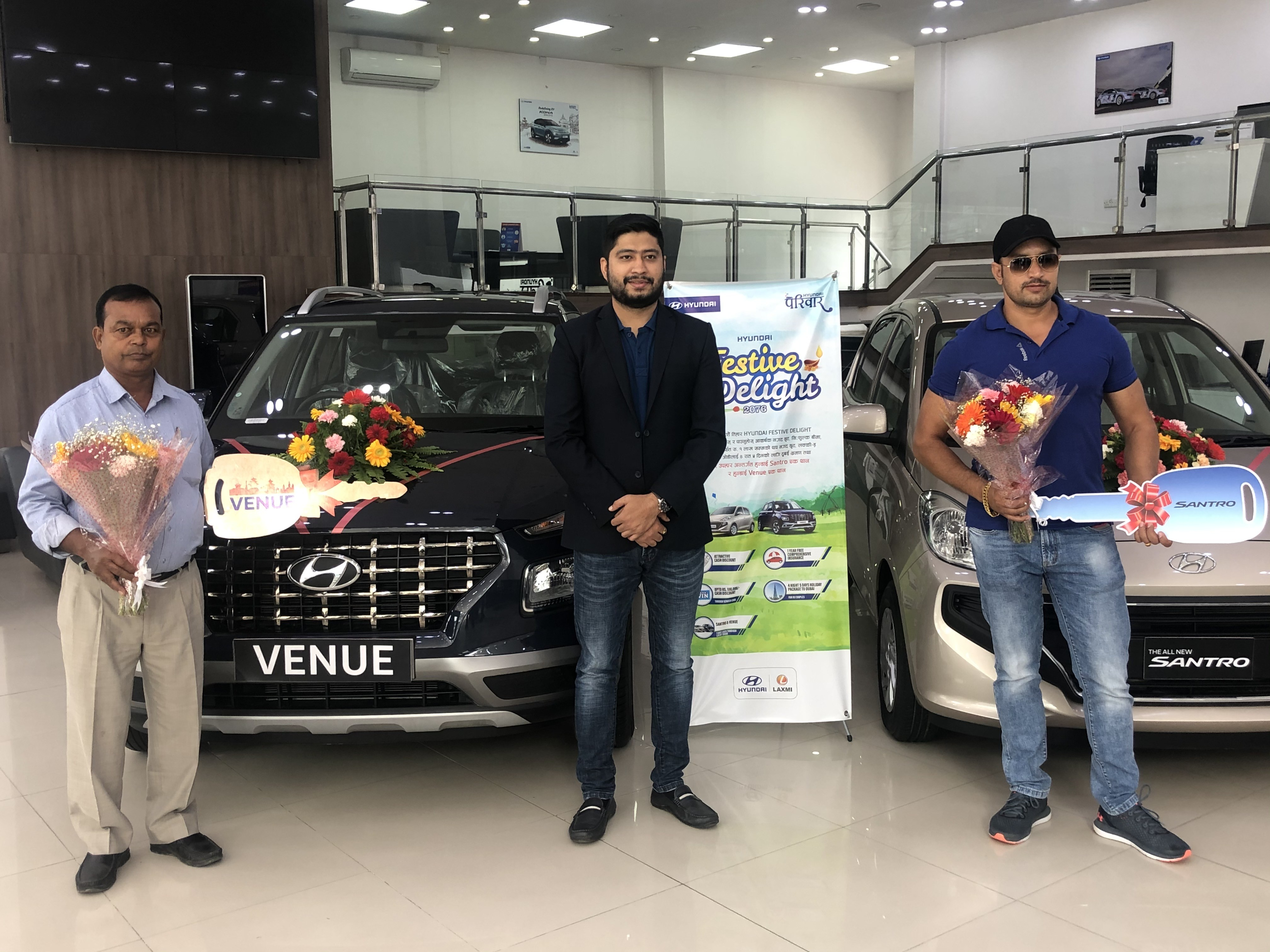 Keys handed over to the bumper prize winners of Hyundai Festive Delight 2076